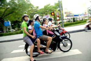 scooter-med-familj-vietnam