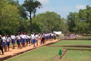 skolklasser-sigiriya-sri-lanka
