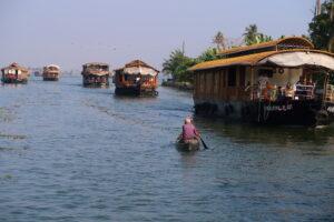 kanot-risbatar-backwaters-kerala