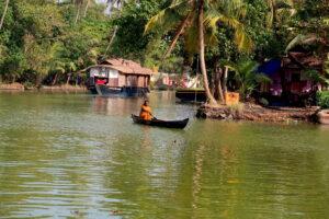 kanot-backwaters-kerala